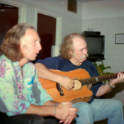 maingard-guitars-crosby-stills-nash-acoustic-luthier-2